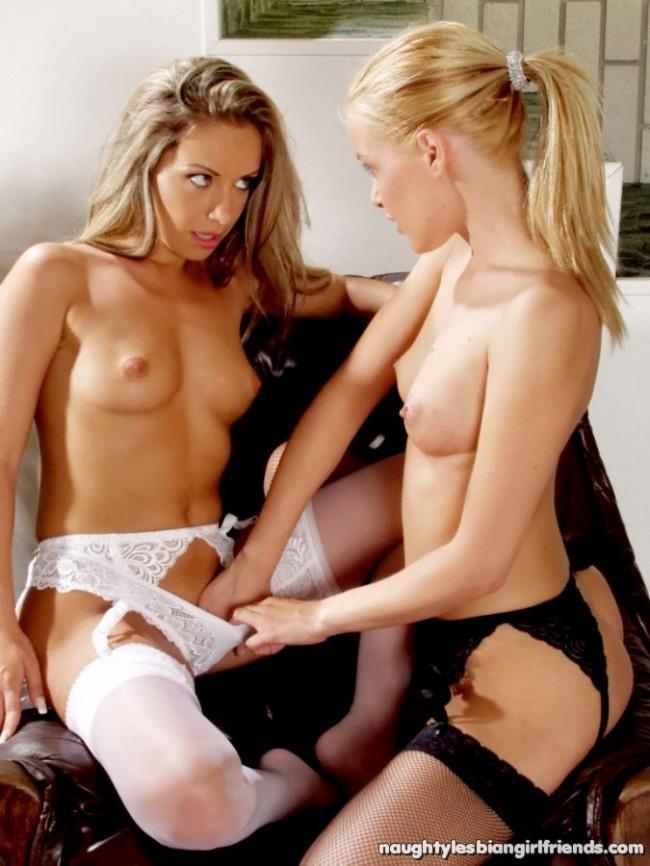 lesbianas rubias desnudandose