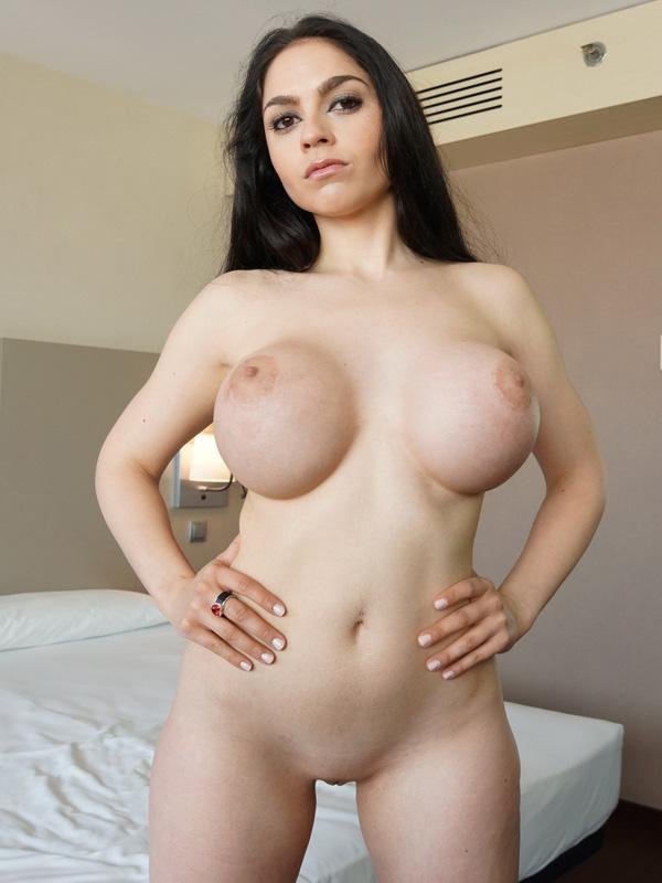 Marta lacroft sexo al aire libre - 1 part 7